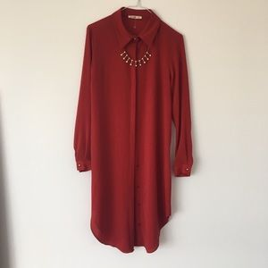 Dresses & Skirts - Beautiful red shirt dress with attached necklace
